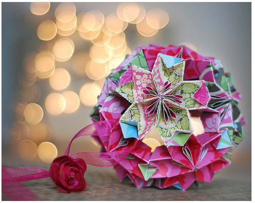 Delicate Origami Christmas Ornaments