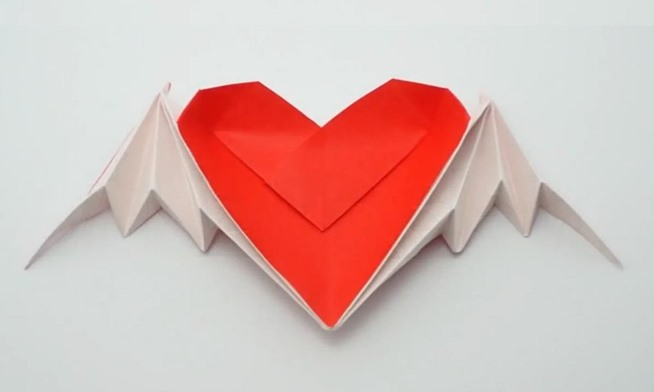 Delicate origami 3d heart