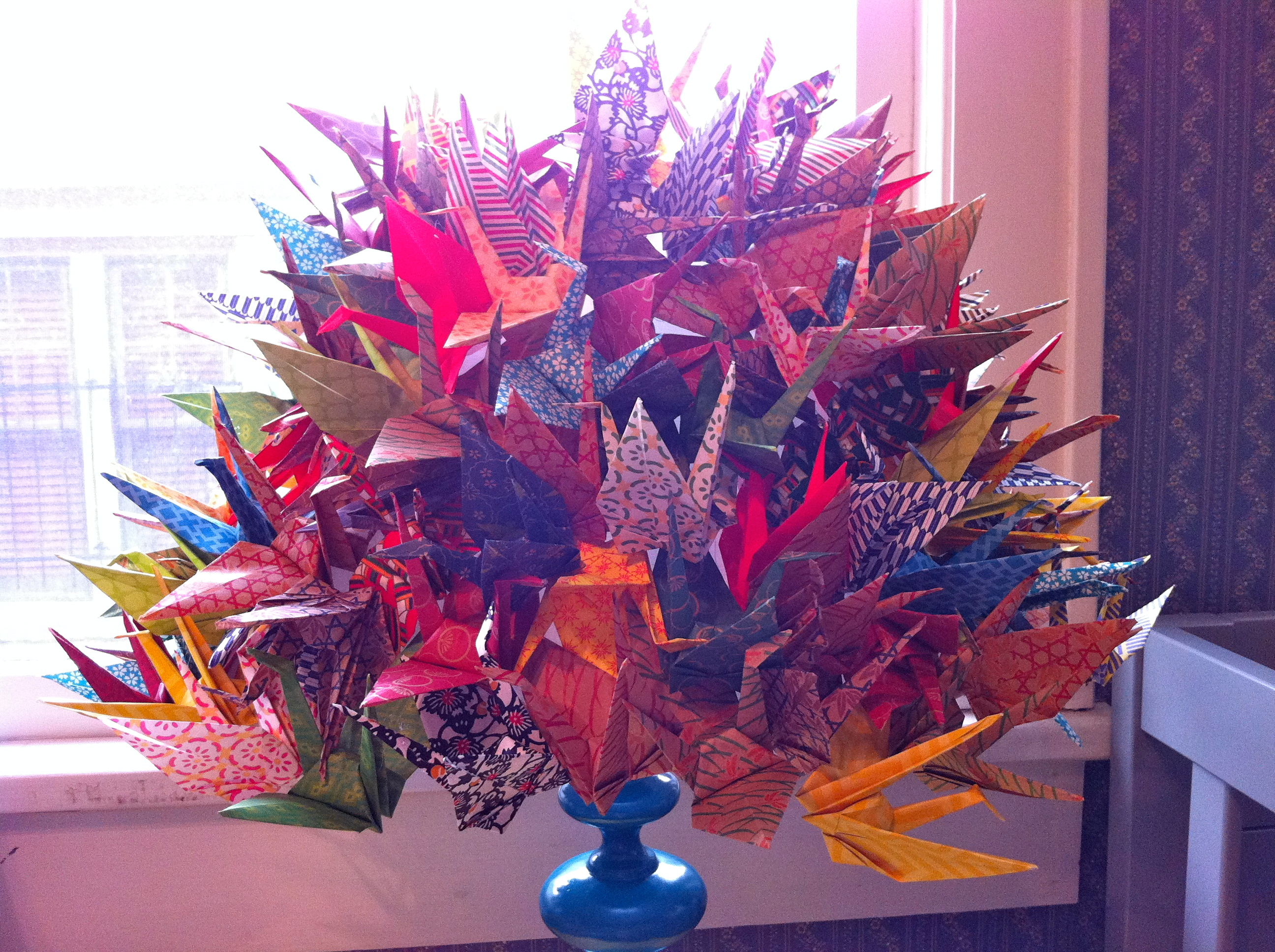 paper cranes for sale Thousand origami cranes (千羽鶴, senbazuru) is a group of one thousand  origami paper cranes (折鶴, orizuru) held together by strings an ancient  japanese.